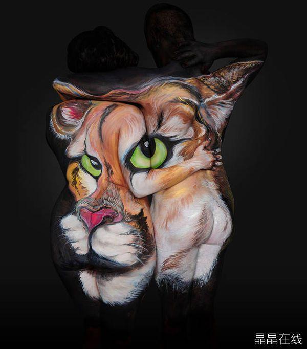 利用人体作为画布是人们意想不到的艺术家自由表达思想的一种方式,比如来自美国佛罗里达州的艺术家香农霍尔特,她喜欢将人体当成画布,创造出各种人体彩绘,比如各种动物图片,当这些人体模特将身体弯曲成各种不同形状时,你就会发现这些彩绘就如活生生的动物一样,太逼真,太震撼啦!